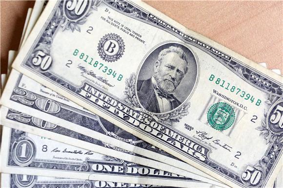 Dolar ojačao zahvaljujući visokim prinosima na američke obveznice